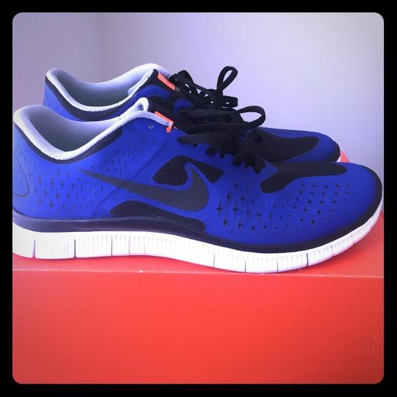 nike free run trainers red